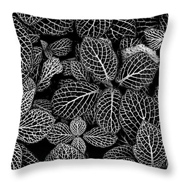Nerve Plant Leaves Pattern Throw Pillow
