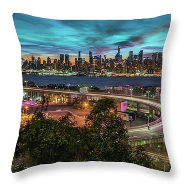 Throw Pillow featuring the photograph Nj And Ny Sunrise by Francisco Gomez