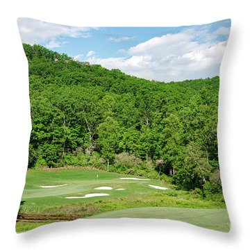 Par 3 Hole 16 Throw Pillow
