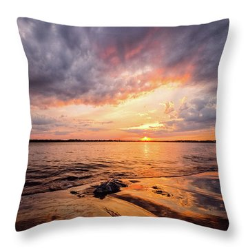 Reflect The Drama, Sunset At Fort Foster Park Throw Pillow