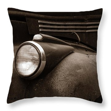 Rusty Old Farm Truck 1335 Throw Pillow