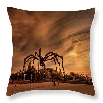Spider Maman - Ottawa Throw Pillow