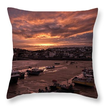 St Ives Cornwall - Harbour Sunset Throw Pillow