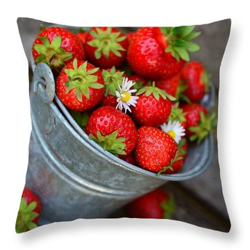 Strawberries And Daisies Throw Pillow