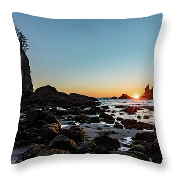 Throw Pillow featuring the photograph Sunburst At The Beach by Ed Clark