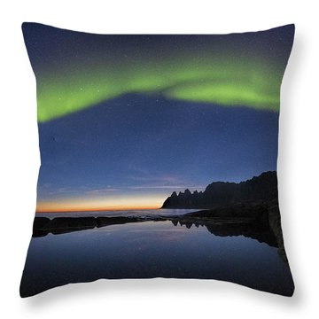 The Arch Over Wolf's Jaws Throw Pillow