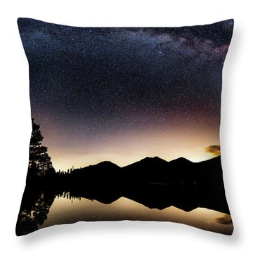 The Great Curve Throw Pillow
