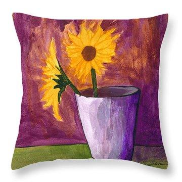 Vase 2 Throw Pillow