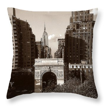 Washington Arch And New York University - Vintage Photo Art Throw Pillow