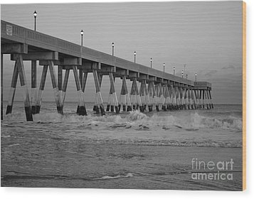 A Black And White Of Johnnie Mercers Pier At Daybreak Wood Print by Bob Sample