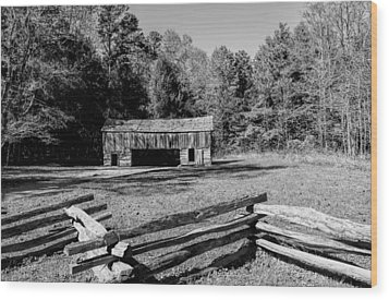 Historical Cantilever Barn At Cades Cove Tennessee In Black And White Wood Print by Kathy Clark