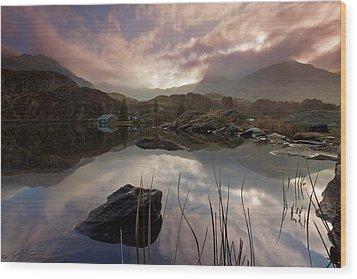 Llyn Ogwen Sunset Wood Print by Beverly Cash