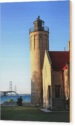 Mackinac Old Lighthouse. Wood Print by Pat Cook