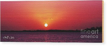White Sun And Crimson Glow - Sunset Xmas Day. Wood Print by Geoff Childs