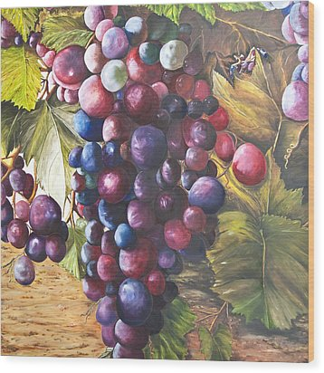 Wine Grapes On A Vine Wood Print