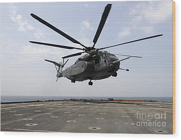 An Mh-53e Sea Dragon Prepares To Land Wood Print by Stocktrek Images