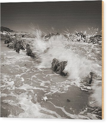 Bolonia Waves Wood Print by Guido Montanes Castillo