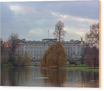 Buckingham Palace Wood Print by Lynn Bolt