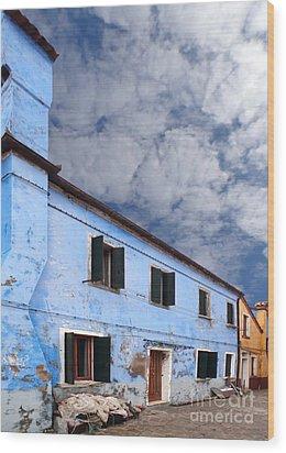 Burano 06 Wood Print by Giorgio Darrigo
