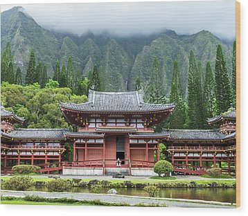 Wood Print featuring the photograph Byodo-in Temple 1 by Leigh Anne Meeks