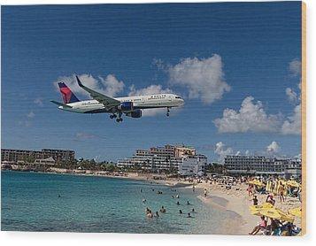 Delta Air Lines Landing At St Maarten Wood Print by David Gleeson
