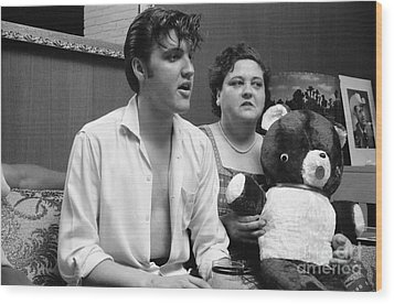 Elvis Presley And His Mother Gladys 1956 Wood Print