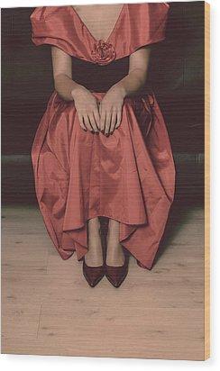 Girl On Black Sofa Wood Print by Joana Kruse