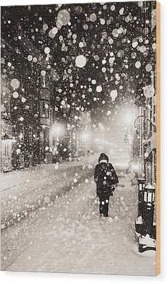 Wood Print featuring the photograph Going Home by Arkady Kunysz