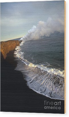 Kilauea Volcano, Hawaii Wood Print by Stephen & Donna O'Meara