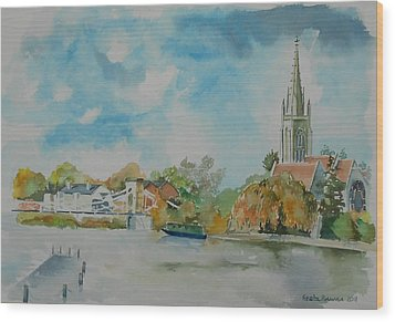 Marlow On Thames Wood Print by Geeta Biswas