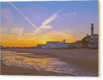 Provincetown Beach At Sunset Wood Print by Frank Winters
