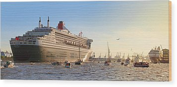 Queen Mary 2 Wood Print by Marc Huebner