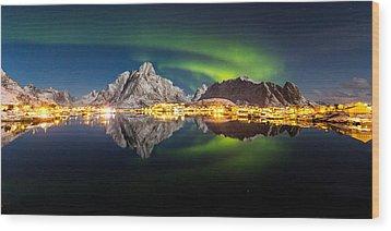 Reflected Aurora Wood Print by Alex Conu