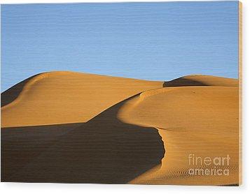 Sand Dunes Of The Sahara Desert Wood Print by Robert Preston
