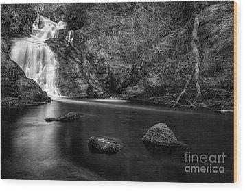 Spectacle E'e Waterfall Wood Print by John Farnan