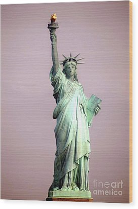 Statue Of Liberty Wood Print by Ed Weidman