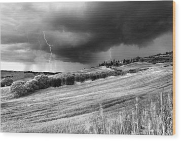 Storm Approcing The Tuscan Countryside Wood Print by Yuri Santin
