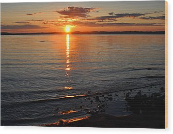 Sunrise On Grand Traverse Bay Wood Print by Diane Lent