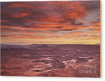 Sunset At The Green River Overlook Wood Print by Roman Kurywczak