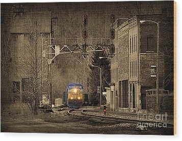 Train At Thurmond Wv Wood Print by Dan Friend