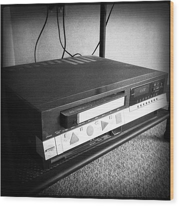 Video Recorder Wood Print by Les Cunliffe