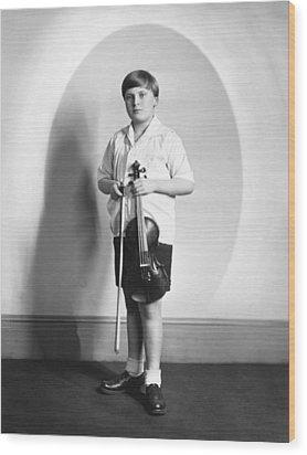 Violinist Yehudi Menuhin Wood Print by Underwood Archives
