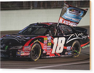 18 Kyle Busch Wood Print by Kevin Cable