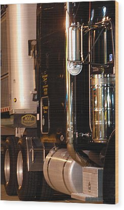 Wood Print featuring the photograph 18 Wheeler 02 by Ramona Whiteaker