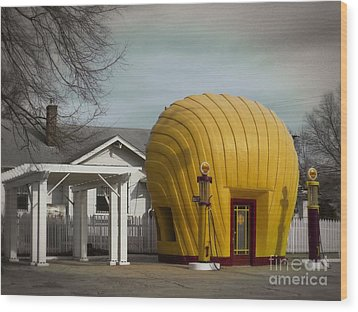 1930 Shell Station Wood Print