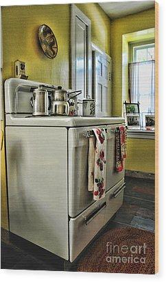 1950's Kitchen Stove Wood Print by Paul Ward