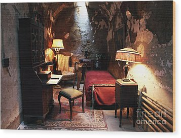 Al Capone's Cell Wood Print by John Rizzuto