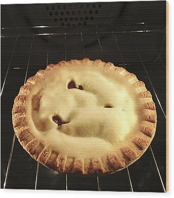 Apple Pie Wood Print by Les Cunliffe