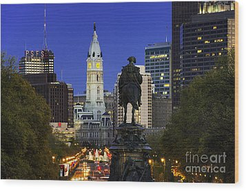 Ben Franklin Parkway And City Hall Wood Print by John Greim