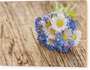 Bouquet With Daisies And Forget-me-not Wood Print by Palatia Photo